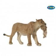 Leoaica cu pui - Figurina Papo